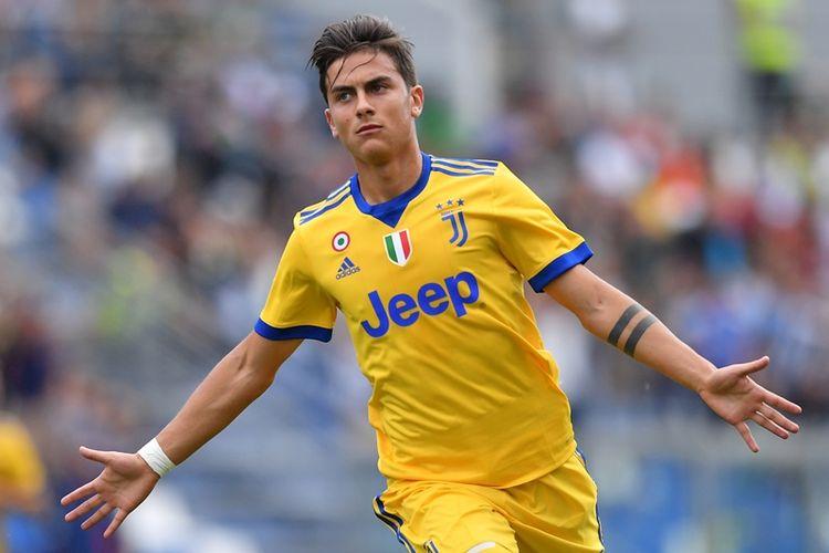 Penyerang Juventus asal Argentina, Paulo Dybala, melakukan selebrasi setelah mencetak gol ke gawang Sassuolo dalam laga Serie A di Mapei Stadium, Reggio Emilia, Minggu (17/9/2017).