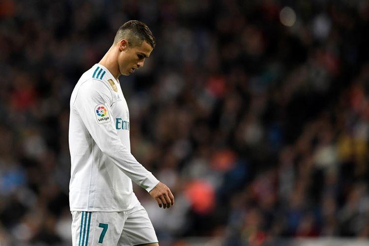 Reaksi penyerang Real Madrid, Cristiano Ronaldo, dalam pertandingan melawan Las Palmas pada ajang Liga Spanyol di Santiago Bernabeu, Madrid, Minggu (5/11/2017).