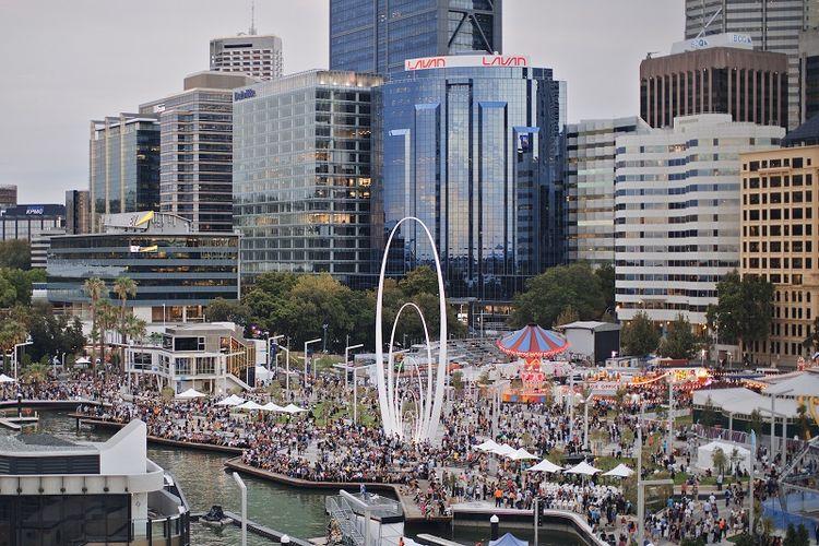 Elizabeth Quay merupakan tempat favorit wisatawan di Perth untuk menikmati pemandangan kota. Selain gratis, tempat ini juga menawarkan berbagai atraksi menarik seperti live music pada hari-hari tertentu.
