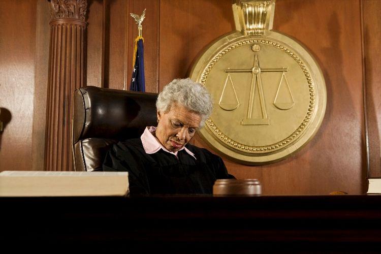 Hakim tidur.