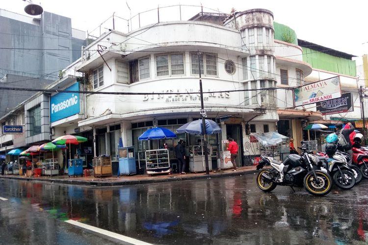 Salah satu bangunan toko jam tangan Bintang Mas yang sudah berdiri sejak tahun 1950-an.