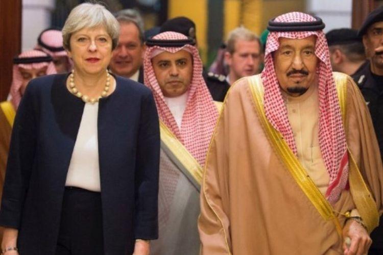 Raja Salman bin Abdulaziz bertemu dengan Perdana Menteri Inggris Theresa May di Istana Kerajaan Saudi, Riyadh, Arab Saudi, pada Rabu (29/11/2017). (AFP/Bandar Al Jaloud/Istana Kerajaan Saudi)