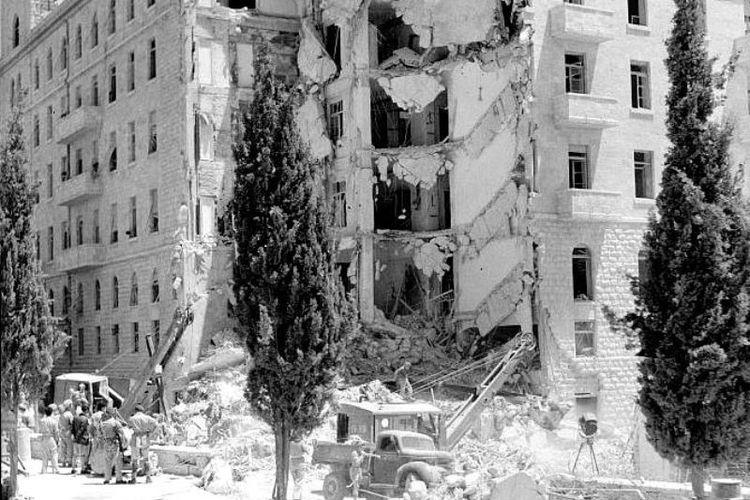 Kelompok sayap kanan Yahudi, Irgun, meledakkan hotel King David di Yerusalem pada 22 Juli 1946 yang menewaskan 91 orang. Aksi teror ini dilakukan karena Inggris membatasi jumlah imigran Yahudi ke Palestina.