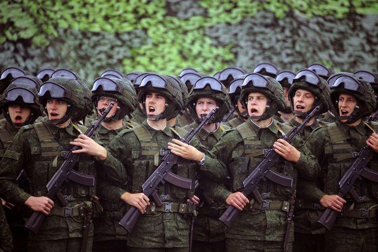 Para prajurit Rusia yang ikut serta dalam latihan militer Zapad 2017 yang diduga banyak negara adalah persiapan untuk menyerang NATO.