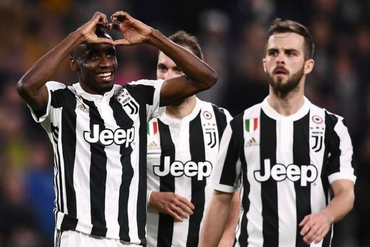 Gelandang Blaise Matuidi merayakan gol Juventus ke gawang Atalanta pada pertandingan Serie A di Stadion Allianz Turin, Rabu (14/3/2018).