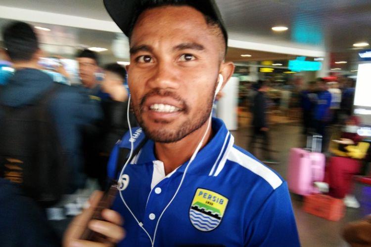 Wing bek Persib Bandung Ardi Idrus saat ditemui wartawan di Bandara Husein Sastranegara, Senin (16/4/2018).