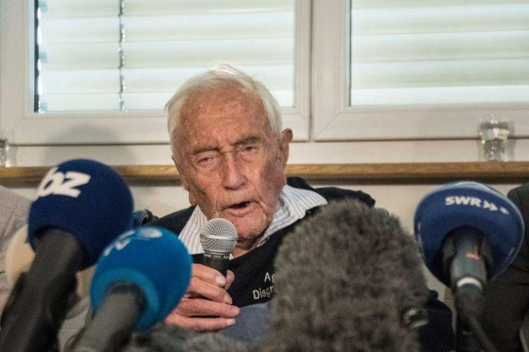 Profesor asal Australia David Goodall berusia 104 tahun yang ingin menjalani eutanasia di Swiss. Dia sempat bertemu dengan awak media pada konferensi pers, Kamis (9/5/2018).