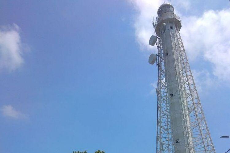 Menara BTS Telkomsel di Pulau Sebira.