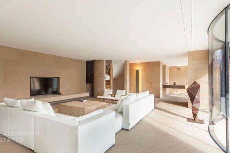 Rumah ini merupakan hasil desain Claudio Silvestrin.