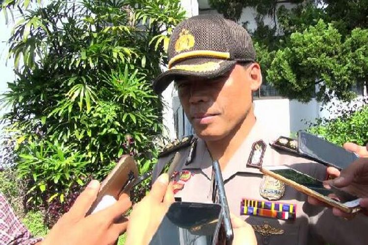 Kabid Humas Polda Riau Sunarto saat diwawancarai wartawan usai konferensi pers di Universitas Riau, Senin (4/6/2018).
