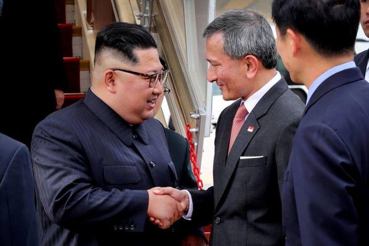 Pemimpin Korea Utara Kim Jong Un tiba di Bandara Changi, Singapura, Minggu (10/6/2018). (Twitter/Vivian Balakrishnan)