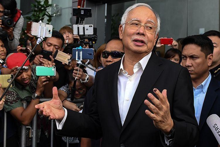 Mantan PM Najib Razak usai menjalani pemeriksaan di Komisi Anti-Korupsi Malaysia (MACC) in Putrajaya pada 24 Mei 2018.