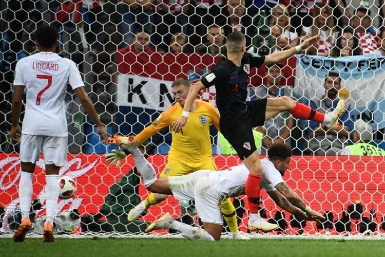 Sontekan Ivan Perisic membuat skor laga Kroasia vs Inggris imbang pada laga semifinal Piala Dunia 2018 di Stadion Luzhniki, 11 Juli 2018.