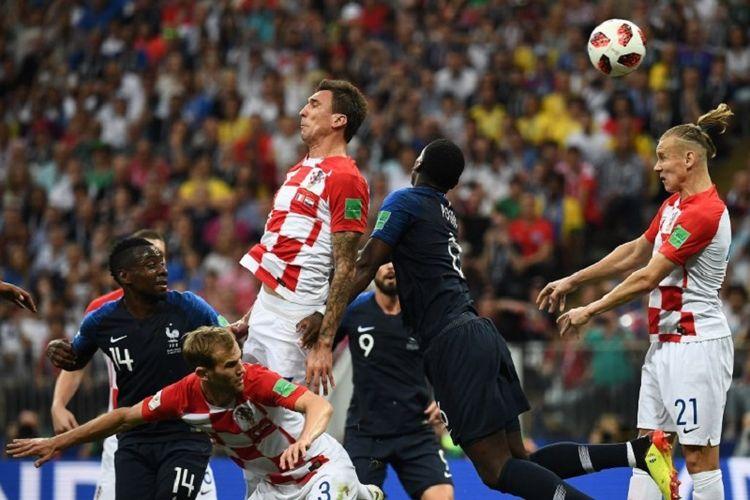 Mario Mandzukic mencetak gol bunuh diri dalam pertandingan Kroasia vs Perancis pada final Piala Dunia 2018 di Stadion Luzhniki, 15 Juli 2018.