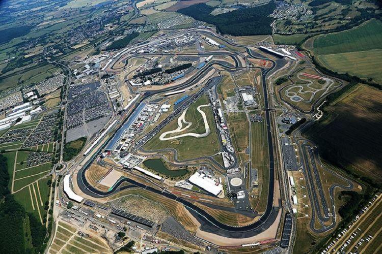 Penampakan udara Sirkuit Silverstone, Inggris.