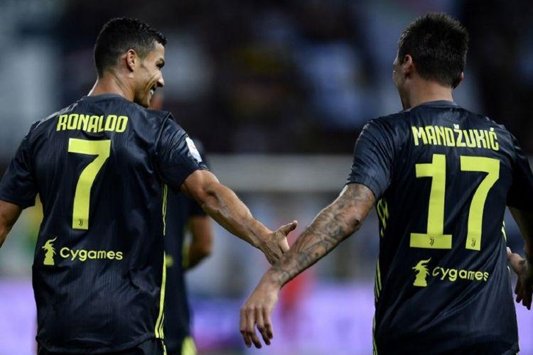Cristiano Ronaldo dan Mario Mandzukic merayakan gol Juventus ke gawang Parma pada pertandingan Serie A di Stadion Ennio Tardini, 1 September 2018.