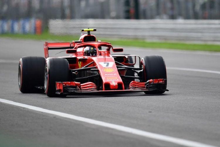 Pebalap Ferrari asal Finlandia, Kimi Raikkonen,  saat meraih pole position pada kualifikasi GP Italia di Monza, 1 September 2018.