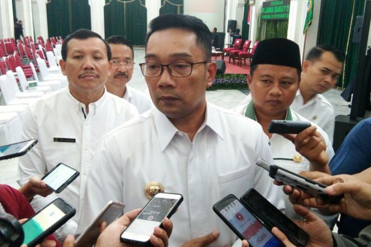 """Ridwan Kamil: Pak Sandiaga yang Terhormat, Tolong Berkaca Sebelum Beri """"Statement""""..."""
