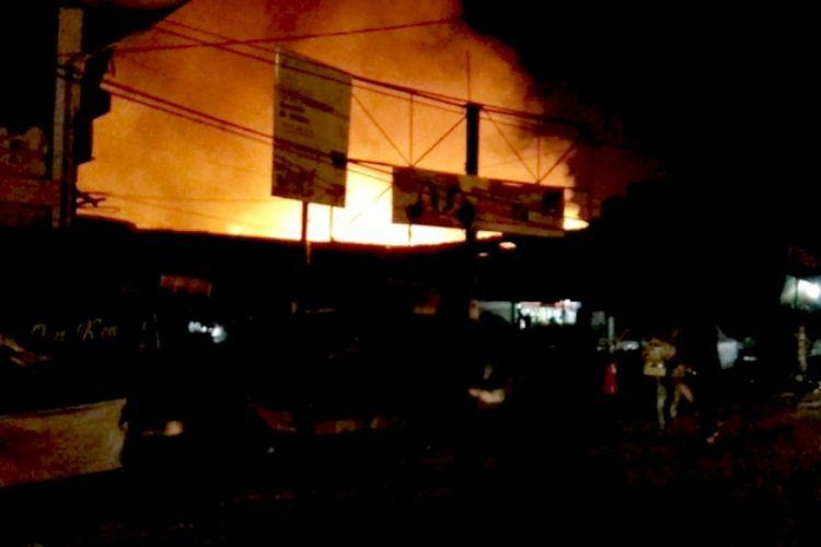 Kondisi Kebakaran Pasar Sederhana, Kota Bandung, Jumat (5/10/2018) malam.
