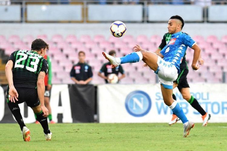 Adam Ounas mengontrol bola pada laga Napoli vs Sassuolo di San Paolo dalam lanjutan Serie A,, 7 Oktober 2018.