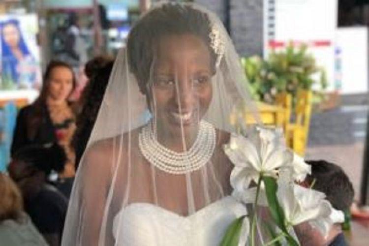 Lulu Jemimah, perempuan asal Uganda yang menikah dengan diri sendiri karena bosan ditanya kapan berumah tangga.