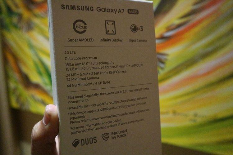 Spesifikasi Galaxy A7 pada kotak kemasan