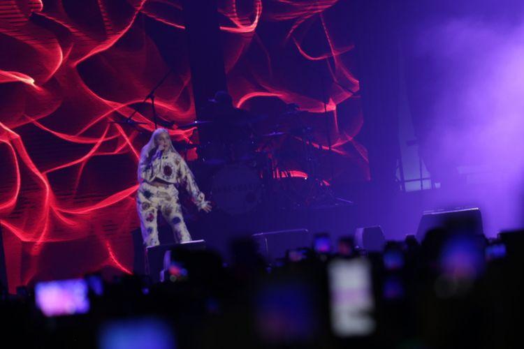 Anne Marie saat beraksi dalam konser Spotify On stage di JIExpo Kemayoran, Jakarta Pusat, Jumat (12/10/2018).