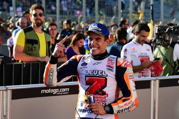 Marc Marquez merayakan keberhasilan menjadi juara dunia MotoGP 2018 seusai GP Jepang di Motegi, 21 Oktober 2018.