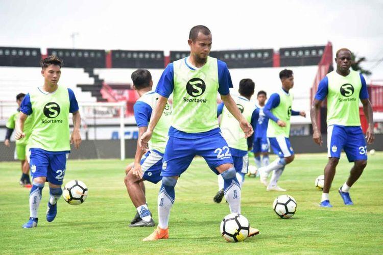 Supardi Nasir cs saat melakoni latihan di Stadion I Wayan Dipta, Gianyar, Bali, Kamis (8/11/2018).
