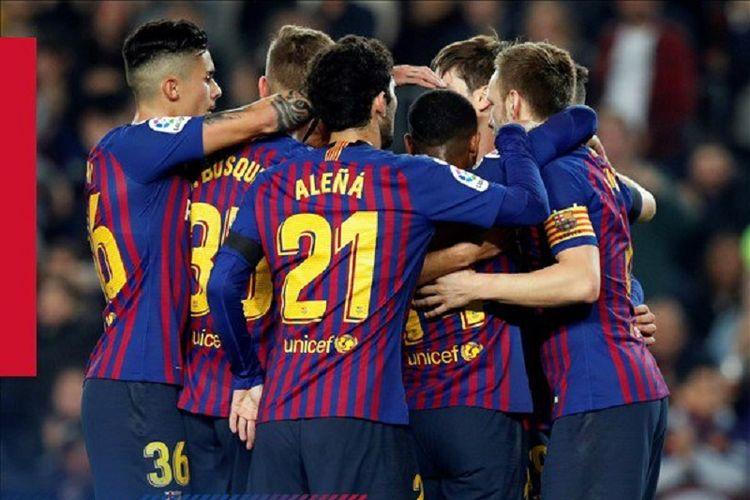 Para pemain Barcelona merayakan gol ke gawang Cultural Leonesa pada pertandingan babak 32 besar Copa del Rey di Stadion Camp Nou, 5 Desember 2018.
