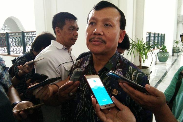 Sekda Jabar Iwa Karniwa saat ditemui di Gedung Sate, Jalan Diponegoro, Senin (10/12/2018).