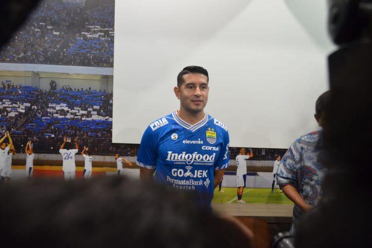 Gelandang anyar Persib Bandung Esteban Vizcarra saat diperkenalkan sebagai pemain baru di Graha Persib, Jalan Sulanjana, Jumat (18/1/2019).