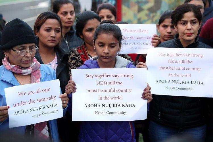 Warga komunitas keturunan Nepal memberikan penghormatan mereka kepada para korban tewas aksi terorisme yang menimpa dua masjid di kota Christchurch, Selandia Baru.