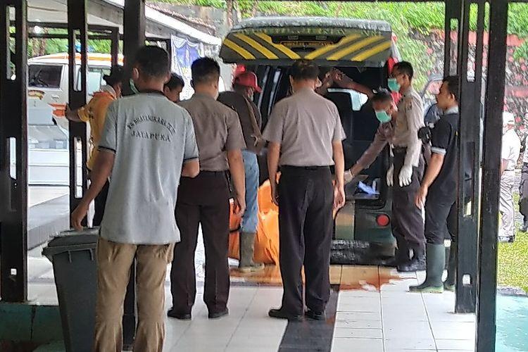 Satu jenazah korban bencana banjir bandang di Kabupaten Jayapura kembali tiba di RS. Bhayangkara pada Selasa pagi (19/3/2019).