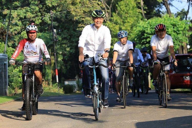 Bersepeda Menuju TPS, Cara Unik Ganjar Merayakan Pesta Demokrasi