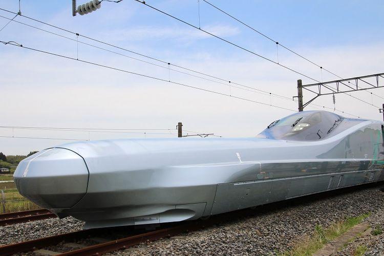 Beginilah bentuk moncong kereta Shinkansen ALFA-X yang baru menjalani uji coba.
