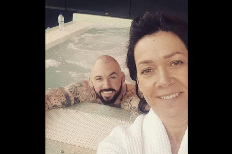 Luke Jewitt menikmati spa mewah bersama ibunya ketika masih menjalani hukuman penjara karena kasus narkoba. (Daily Mail)