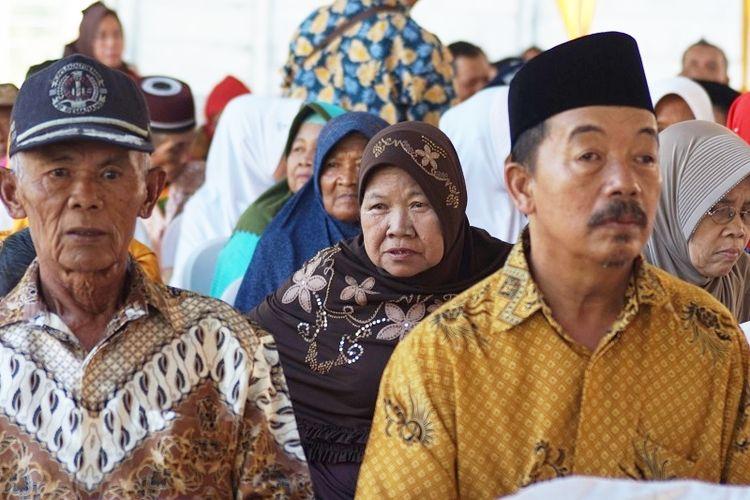Samini (65), warga Desa Biwak, Kabupaten Semarang saat menghadiri acara pemberian bantuan 1.000 duafa dan 200 anak yatim oleh PT Industri Jamu dan Farmasi Sido Muncul, Jumat (24/5/2019).