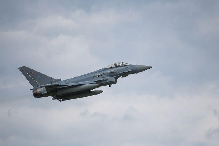 Sebuah jet Eurofighter milik AU Jerman.