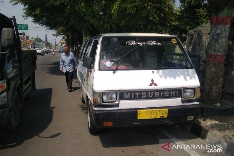 Angkutan umum jenis L300 jurusan Bogor-Cianjur, Jawa Barat, membutuhkan waktu lama untuk mendapat penumpang akibat terkena imbas pembunuhan yang dilakukan oknum supir tembak terhadap mahasiswi IPB yang selama ini kerap mengunakan jasa angkutan tersebut.