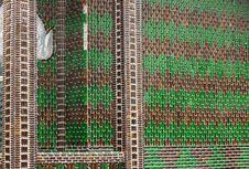Unik, Kuil dari Jutaan Botol Bir