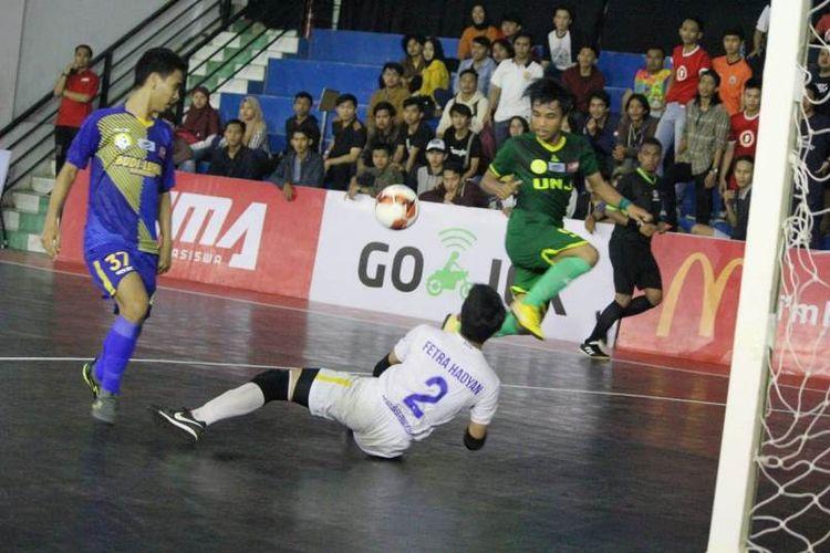 Universitas Budi Luhur (UBL) keluar sebagai kampiun LIMA Futsal: Air Mineral Prim-A Greater Jakarta Conference 2018 setelah di final pada Selasa (4/12), UBL mengalahkan Univ. Negeri Jakarta (UNJ) dengan skor 6-2.