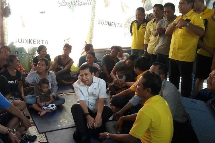 Setya Novanto kunjungi pengungsi Gunung Agung di Bali, Jumat (13/10/2017).