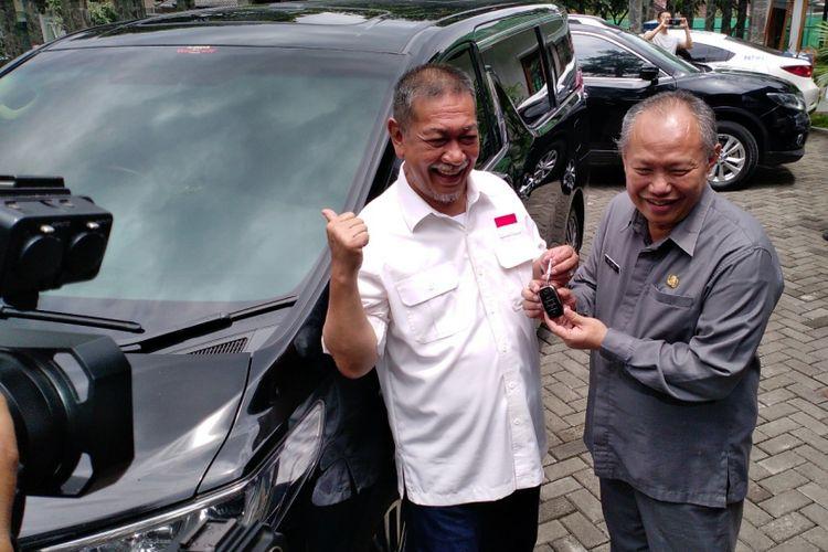 Deddy Mizwar mengembalikan rumah dinas dan kendaraan dinas wakil gubernur Jawa Barat ke Pemerintah Provinsi Jawa Barat, Rabu (14/2/2018).