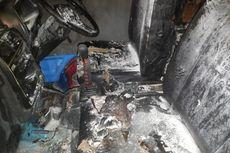 Isi BBM Tanpa Matikan Mesin, Mobil Angkot Terbakar di SPBU Palembang