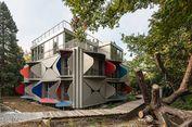 Rumah Unik dengan Kisi Jendela Multifungsi