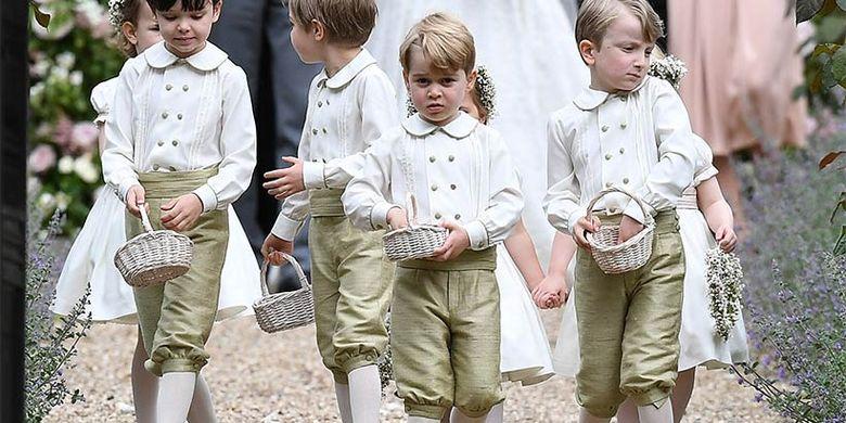 Pangeran George (menghadap depan) saat menjadi pengiring penganting di acara pernikahan Pippa Middleton.