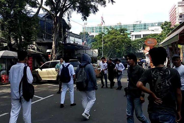 Aksi penyerangan di SMA/SMK Dharma Karya, Jakarta Selatan, Jumat (8/12/2017).