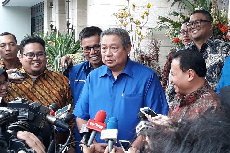 Ketua Umum Partai Demokrat Susilo Bambang Yudhoyono menerima kedatangan Ketua Bawaslu Abhan beserta jajarannya di kediamannya di Mega Kuningan, Jakarta, Selasa (10/7/2018).