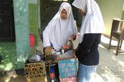 Viral, Siswi SMK Karanganyar Jualan Cilok Pakai Baju Seragam